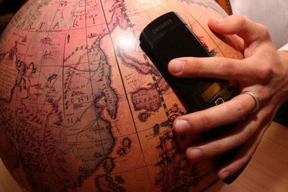 глобус и телефон